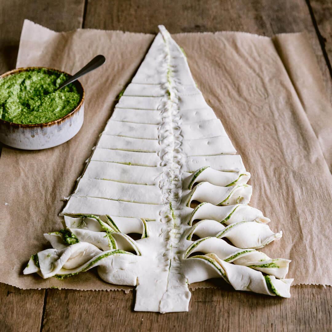 Ricola Blätterteig Weihnachtsbaum mit Kräuterfüllung Rezept - Step  5