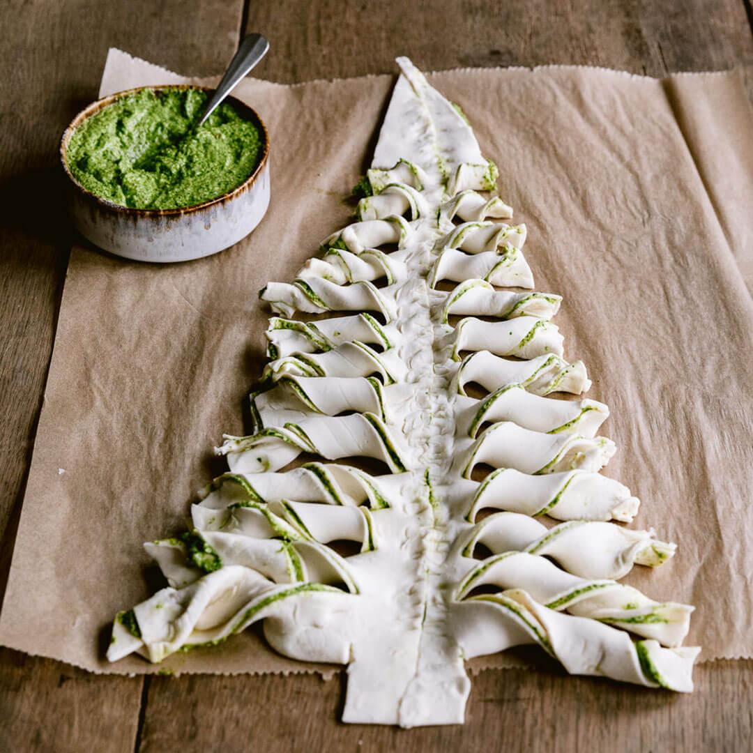 Ricola Blätterteig Weihnachtsbaum mit Kräuterfüllung Rezept - Step  6
