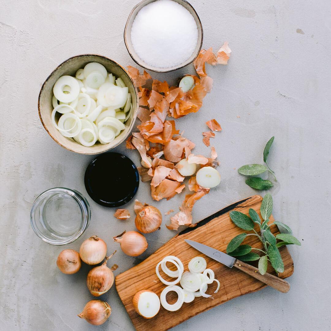 Ricola Sirop d'oignon à la sauge Recette - Step  1