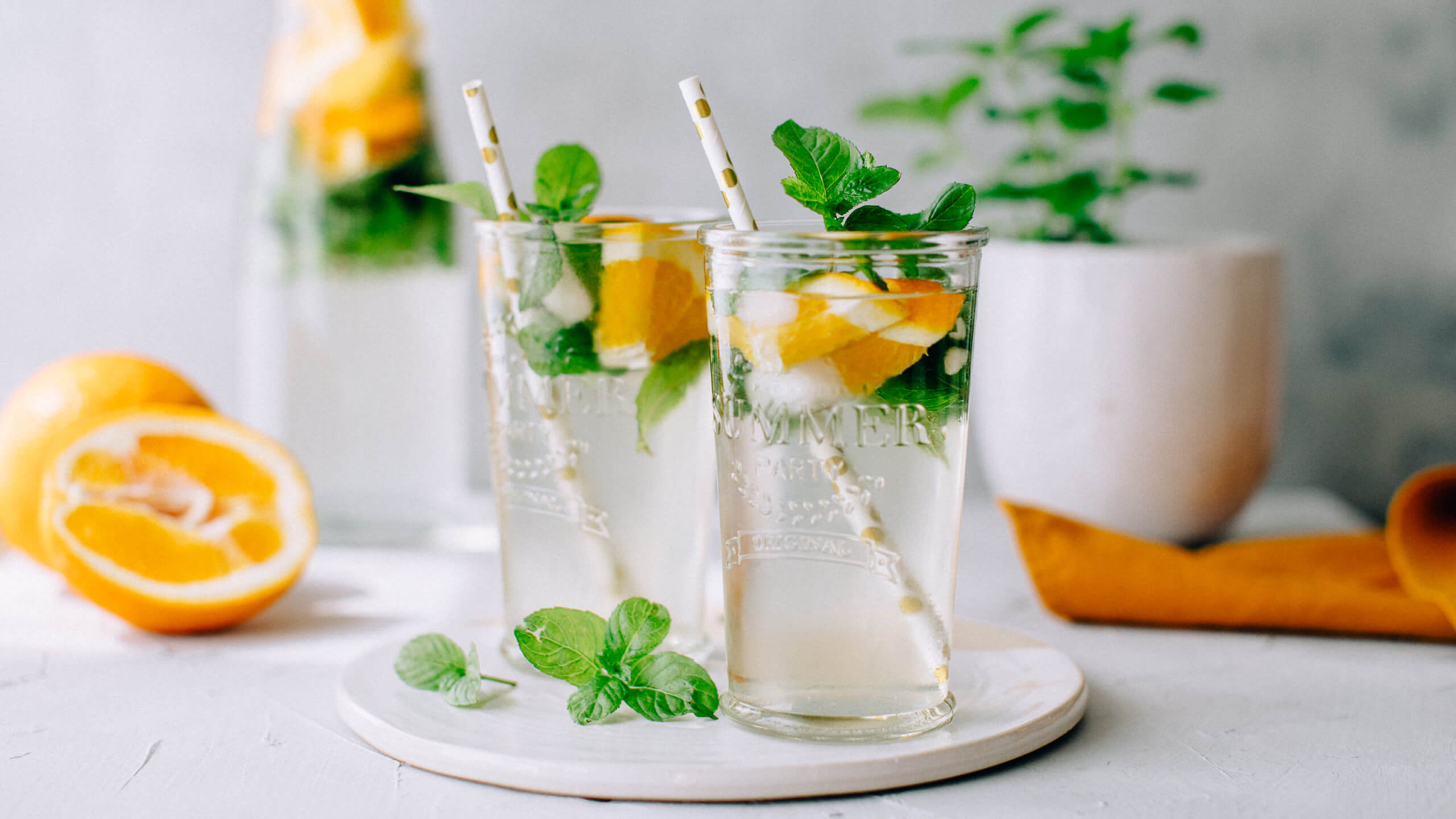 Refreshing orange mint iced tea