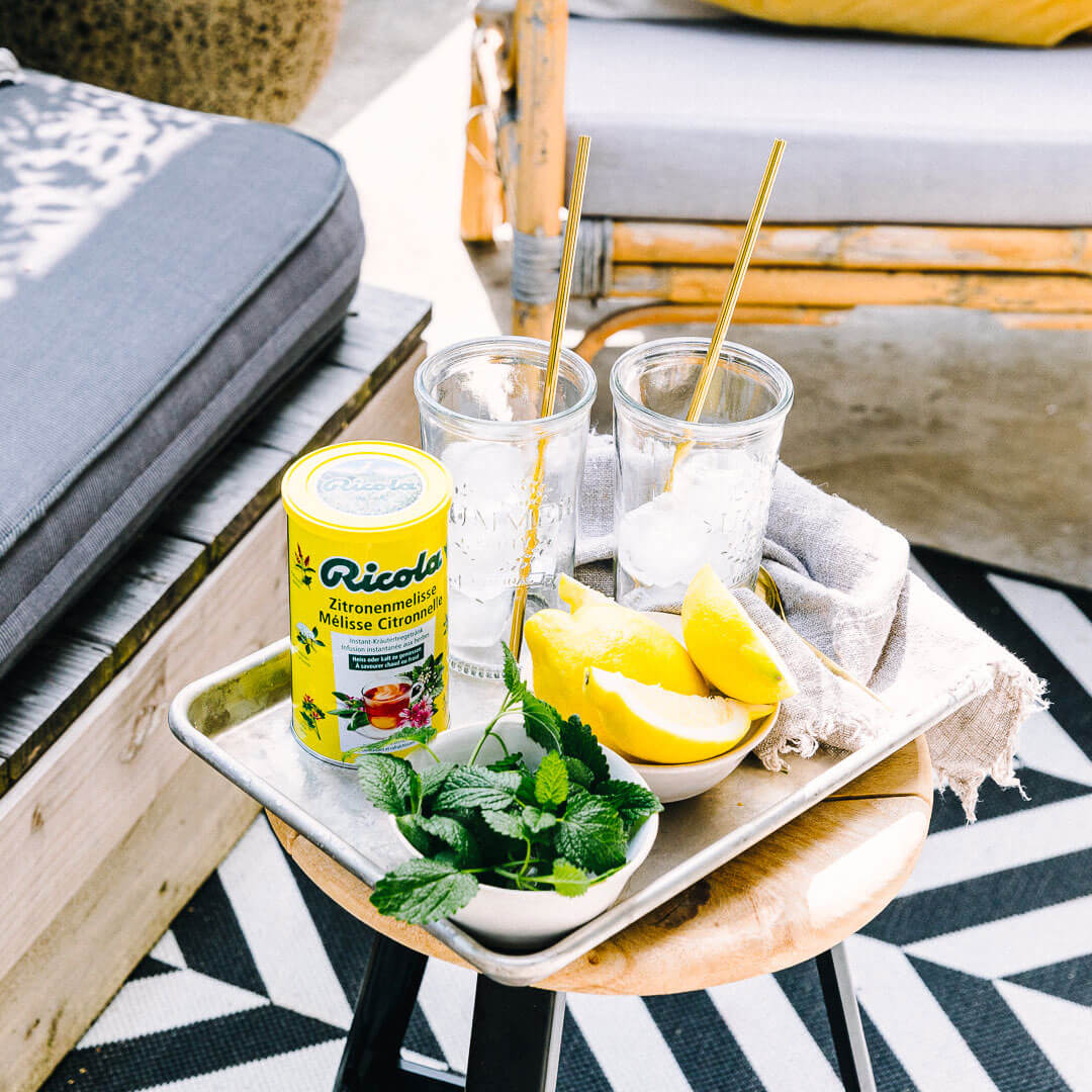 Ricola Zitronenmelisse Drink Rezept - Step  1