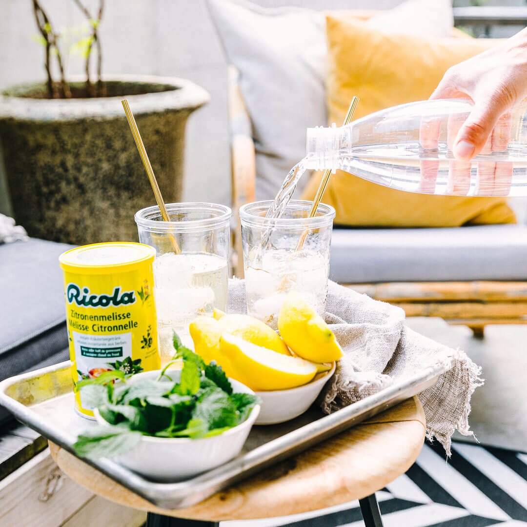 Ricola Zitronenmelisse Drink Rezept - Step  3
