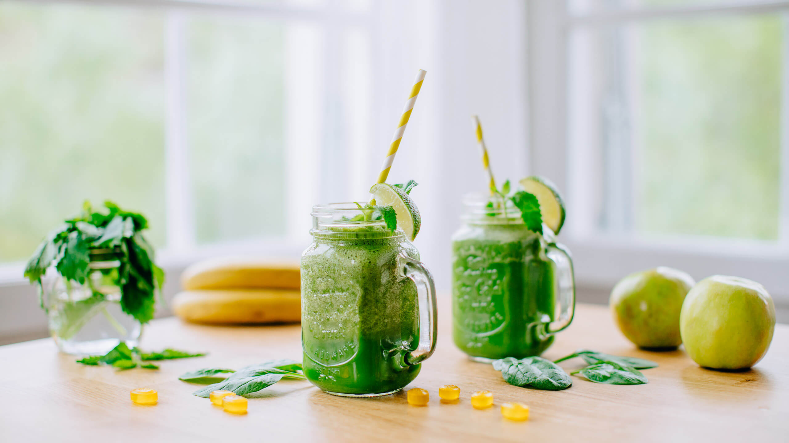 Green Smoothie with Lemon Balm & Ginger